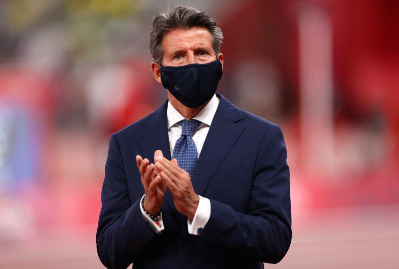 Men's 4 x 400m Relay - Medal Ceremony - Olympic Stadium, Tokyo, Japan - August 7, 2021. World athletics president Sebastian Coe participates in the medal ceremony REUTERS/Andrew Boyers