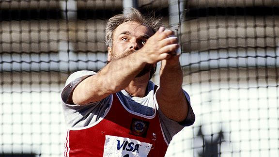 World hammer record-holder dies at the age of 66